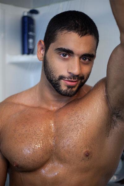 Angelo Antonio-hetero musculoso a cual le gusta dominar...